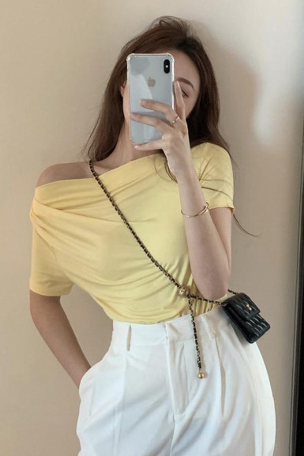 [불량/옐로우] 이븐셔링 반팔 로맨틱 사선 오프숄더 티셔츠 [즉시발송]S200707N001TOP▶S_탑1